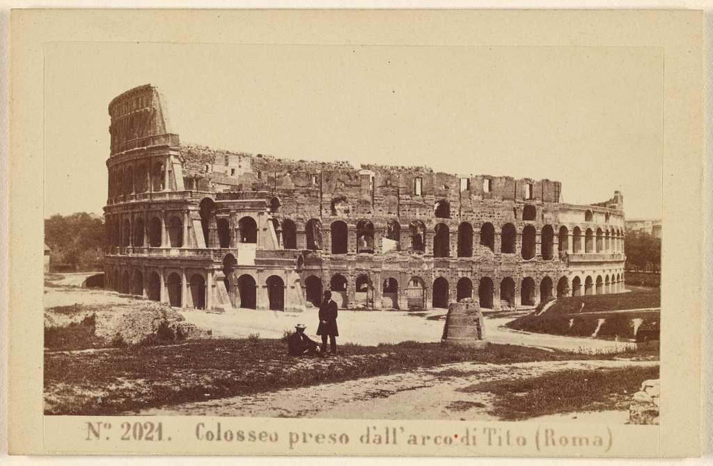 Colosseo preso d'all'arco di Tito (Roma)