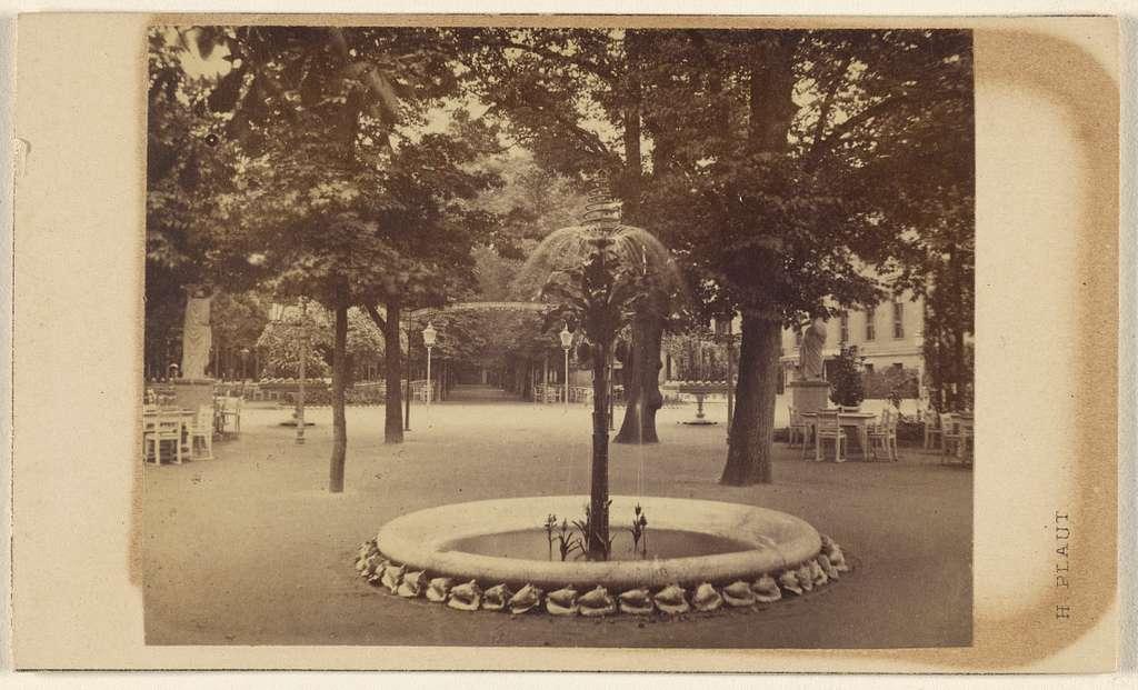 Berlin. Kroll's Garten, der Springbrunnen und die grosse Allee.