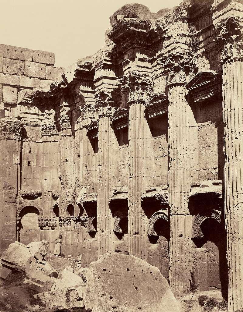 Interieur du Temple de Jupiter - Balbek